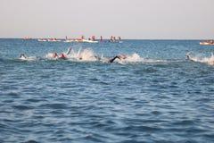 De oefeningssport van het Triathletestriatlon het gezonde zwemmen Royalty-vrije Stock Fotografie