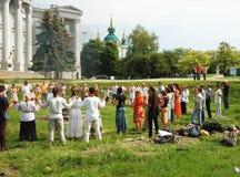 De Oekraïense heidense mensen bidden aan Perun, god van Donder, Kiev, de Oekraïne Royalty-vrije Stock Foto's