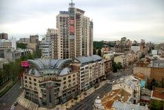 DE OEKRAÏNE, KIEV - OKTOBER 3: stadspanorama van Kiev op donkere bewolkte dagachtergrond, de Oekraïne 3 Oktober, 2012 Kiev, de Oe Stock Foto's