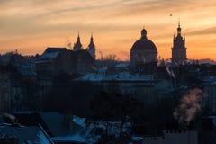 De Oekraïne, Lviv - December, 16, 2016: Ochtend Lviv, zonsopgang Mening Stock Afbeelding