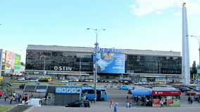 De Oekraïne megastore, affiche toegewijd aan voetbalkampioenschap in Brazilië, Kiev, Stock Fotografie