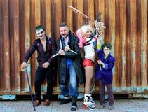 De OEKRAÏNE, ODESSA - Augustus 13, 2016: Cosplayers in Harley Quinn-kostuum, in Joker en Boemerangkostuums Stock Fotografie