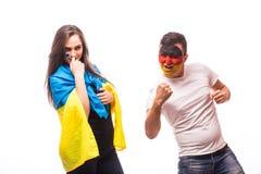 De Oekraïne versus Duitsland op witte achtergrond Voetbalventilators van nationaal Royalty-vrije Stock Foto's