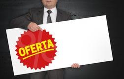 De Ofertaaffiche wordt gehouden door zakenman royalty-vrije stock foto