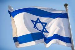 De officiële vlag van Israël, blauw wit met magen David stock afbeelding