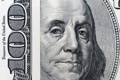 De ogen van Benjamin Franklin ` s van een honderd-dollar rekening De ogen van Benjamin Franklin op het honderd dollarsbankbiljet, royalty-vrije stock foto's