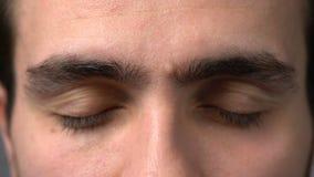 De ogen van de close-upmens het kijken stock footage