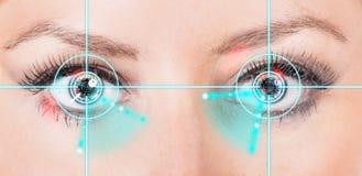 De ogen van de close-upvrouw met lasergeneeskunde Royalty-vrije Stock Foto