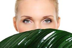 De ogen van de mooie en gezondheidsvrouw Stock Afbeelding