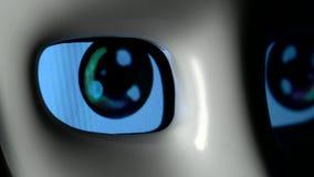 De ogen van een robot sluiten omhoog stock video