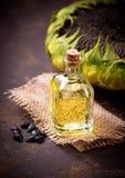 De olie en de zaden van de zonnebloem royalty-vrije stock foto