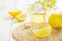 De olie van de citroen Royalty-vrije Stock Afbeeldingen
