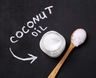 De olie van de kokosnoot stock afbeelding