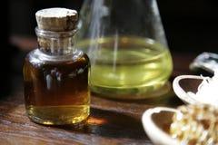 De olie van het kuuroord in de flessen Stock Foto