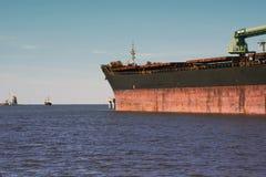De olie van de zeehavenlading en ammoniakterminal stock fotografie