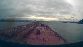 De olietanker gaat aan de olieterminal te werk Nieuwe Zeland, Whangarei