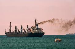 De olievervoer van het tankerschip Stock Afbeelding
