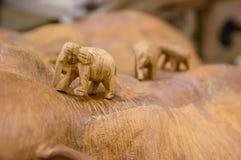 De olifant snijdt met de hand gemaakt in Thailand Stock Afbeeldingen