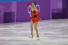 De olympische kampioen Alina Zagitova van Olympische Atleet van Rusland voert in Team Event Ladies Single Skating het Vrije Schaa stock fotografie