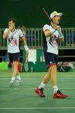 De olympische kampioen Andy Murray van Groot-Brittannië in actie tijdens mensen ` s verdubbelt eerste ronde gelijke van Rio 2016  Stock Foto
