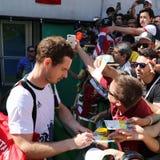 De olympische kampioen Andy Murray van Groot-Brittannië ondertekent autographs nadat de mensen ` s halve finale van Rio 2016 Olym Royalty-vrije Stock Fotografie