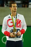 De olympische kampioen Andy Murray van Groot-Brittannië tijdens tennismensen ` s kiest medailleceremonie van Rio uit 2016 Olympis Stock Afbeeldingen