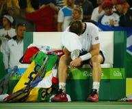 De olympische kampioen Andy Murray van Groot-Brittannië viert overwinning nadat de tennismensen ` s def. van Rio 2016 Olympische  Royalty-vrije Stock Fotografie