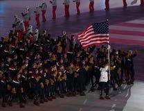 De olympische kampioen Erin Hamlin die de Verenigde Staten vervoeren markeert het leiden van het team de V.S. PyeongChang 2018 Ol royalty-vrije stock foto