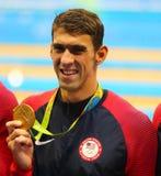 De olympische kampioen Michael Phelps van Verenigde Staten viert overwinning bij het relais van de Mensen` s 4x100m hutspot van R Royalty-vrije Stock Foto