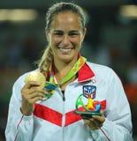 De olympische kampioen Monica Puig van Puerto Rico tijdens medailleceremonie na overwinning bij tennisvrouwen ` s kiest def. van  stock afbeelding