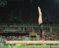 De olympische kampioen Sanne Wevers van Nederland concurreert bij def. op de artistieke gymnastiek van de evenwichtsbalkvrouwen stock foto's