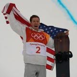 De olympische kampioen Shaun White viert overwinning in mensen` s snowboard halfpipe def. bij 2018 de Winterolympics Royalty-vrije Stock Foto's