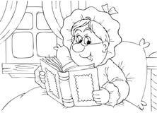 De oma leest een boek Royalty-vrije Stock Afbeeldingen