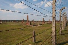 De omheining en de ruïnes van Auschwitz ii-Birkenau Royalty-vrije Stock Afbeelding