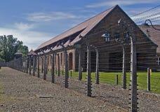 De omheining van de draad en barak in ca auschwitz-Birkenau royalty-vrije stock foto's
