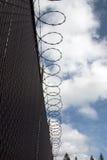 De omheining van de gevangenis. stock afbeeldingen
