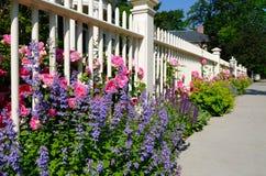 De omheining van de tuin royalty-vrije stock afbeeldingen