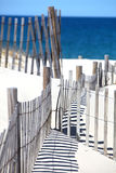De Omheining van het strand en Blauwe Oceaan Stock Fotografie