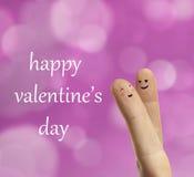 De omhelzing van het paar van gelukkige vingers smileys met liefde Stock Foto's