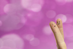 De omhelzing van het paar van gelukkige vingers smileys met liefde Royalty-vrije Stock Afbeeldingen