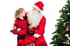 De Omhelzing van Kerstmis van de kerstman Stock Foto