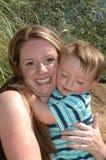 De Omhelzingen van de baby Stock Foto