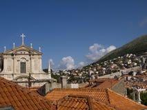 De Ommuurde Stad van Dubrovnic in Kroatië Europa het is één van de verrukkelijkste toeristentoevlucht van het Middellandse-Zeegeb Royalty-vrije Stock Afbeelding