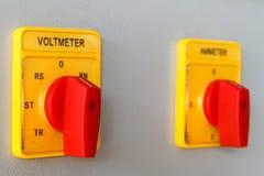De omschakelingsknoop van de voltmeter stock afbeelding