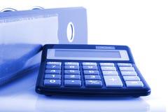 De omslagen en de calculator van de bedrijfsconceptenklem Stock Afbeeldingen