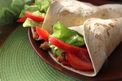 De omslagen van de tortilla met vlees Stock Foto