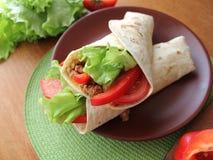 De omslagen van de tortilla met vlees Royalty-vrije Stock Foto