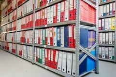 De omslagen van het bureaudossier, Stapel documenten in bindmiddelen, Bureaucratie stock foto
