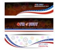 De onafhankelijkheidsdag van banner Gelukkige 4 Juli met vuurwerk bacground Royalty-vrije Stock Foto's