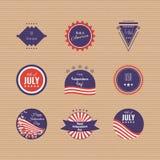 De Onafhankelijkheidsdag van de V.S. logotypes Reeks emblemen 4de og Juli Amerikaanse vlagkleuren Stock Afbeelding